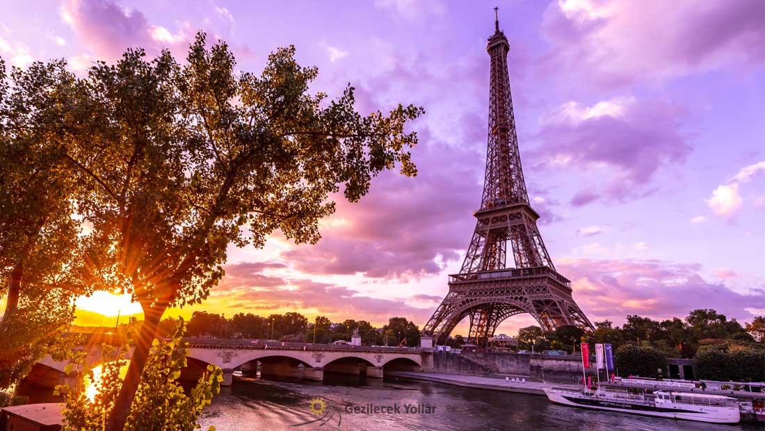Paris Gezilecek Yerler : Eyfel Kulesi