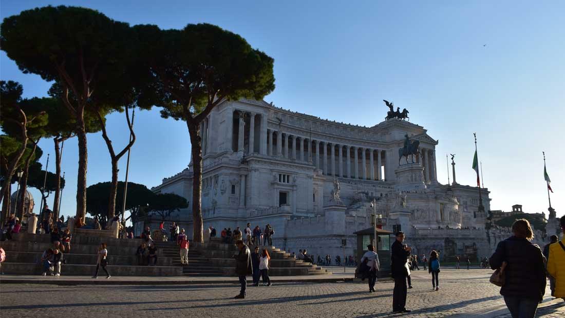Roma Gezilecek Yerler : Vittorio Emanuele II Abidesi