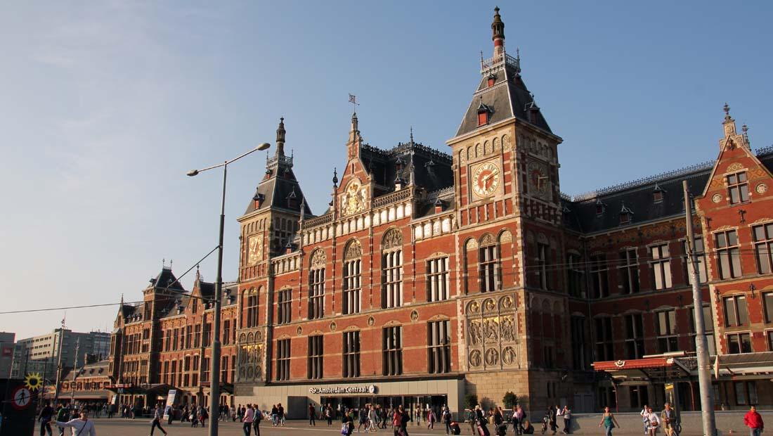 Amsterdam Centraal İstasyonu